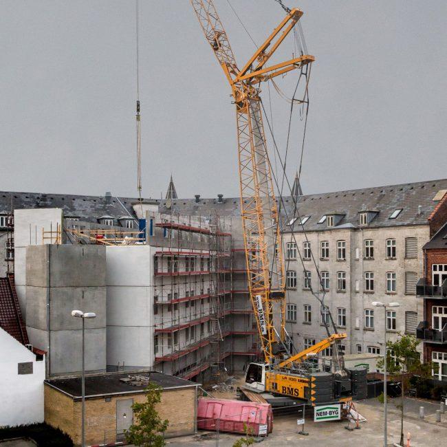 LR: Lifting Crane – SGI – Sky Green Imports