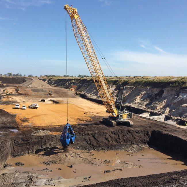 liebherr-hs-895-HD-sand-mining-quarrying-extracting-excavation-Australia
